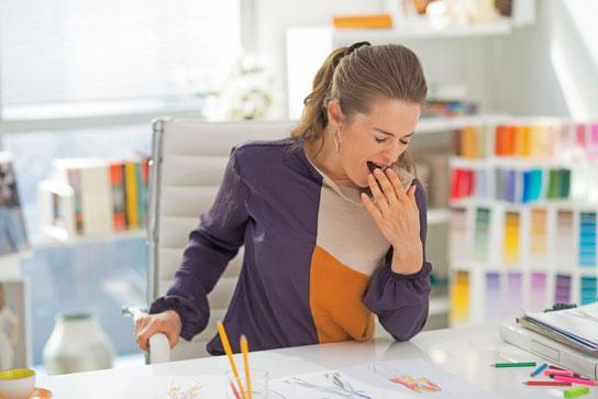 Wenn zu Beschwerden im Verdauungsapparat auch noch andauernde Müdigkeit und Kopfschmerzen kommen, kann das mit einer gestörten Darmflora zusammenhängen.  Foto: djd/RMS-Forschung/Adobe Stock/Alliance