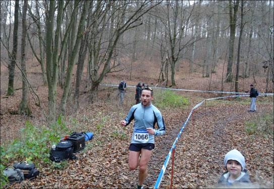 Kurz vorm Ziel beim Zeiler Waldmarathon