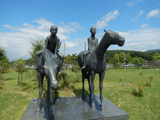 盛岡競馬場,馬に乗る少年の像