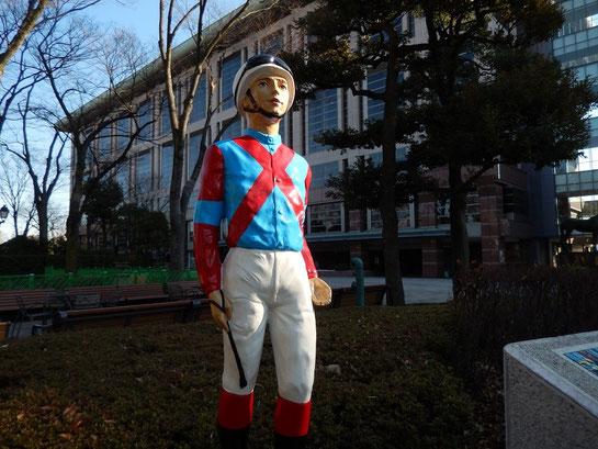 東京競馬場,けやき並木,キズナ,ジョッキー像