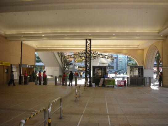 東京競馬場正門1階