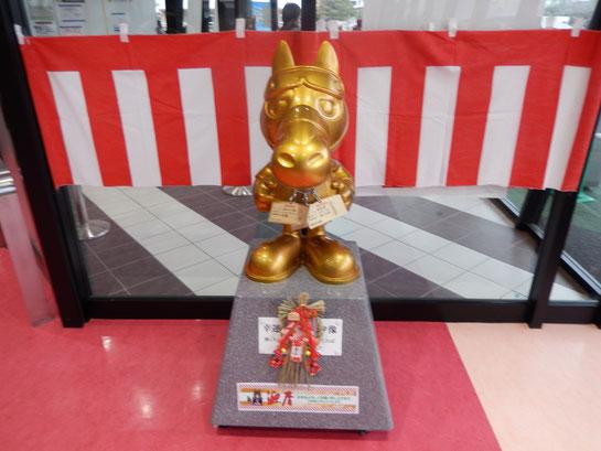 キャロッタ黄金像