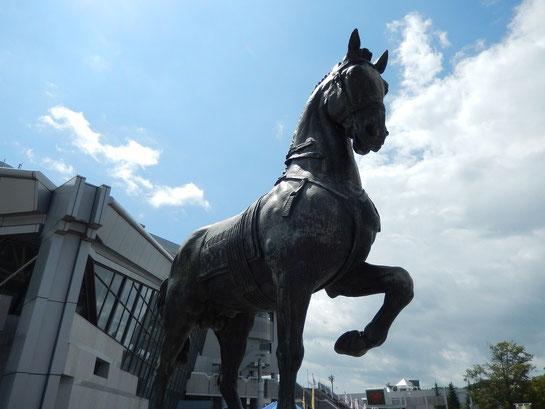 盛岡競馬場,エントランス広場,馬の像