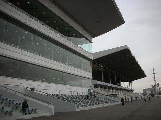 川崎競馬場,スタンド