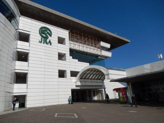 中山競馬場,入口