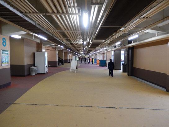 船橋競馬場本館1階