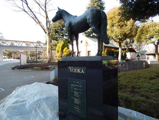 東京競馬場,ウオッカの像
