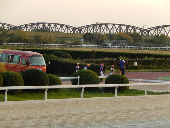 笠松競馬場 パドック 騎手