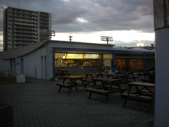 川崎競馬場,内馬場の売店