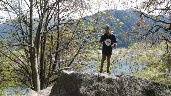 Wade about to throw his disc with Lake wakatipu in the background