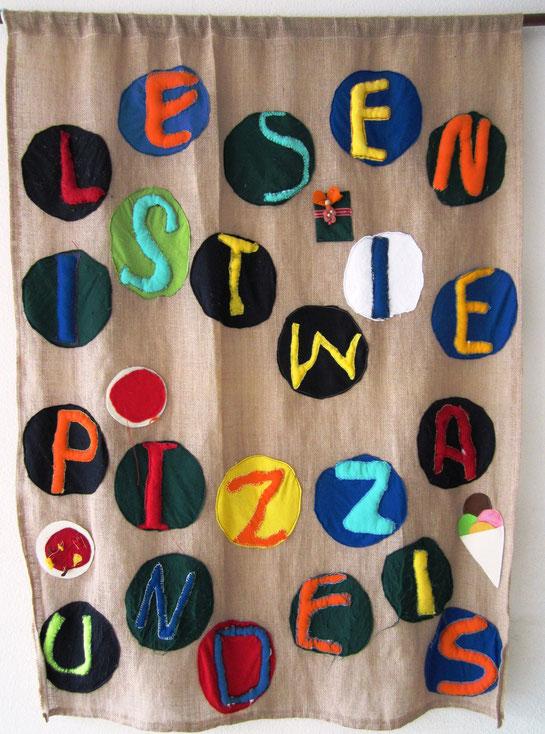 """""""Lesen ist wie Pizza und Eis"""" Gemeinschaftsarbeit Klasse 4b (Juni 2011)"""