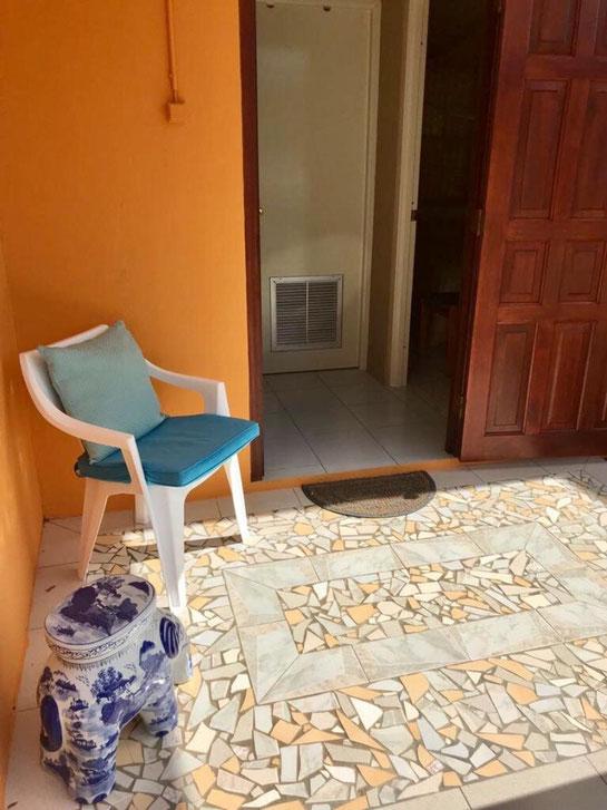 voorkant / ingang vakantiehuis 'Kas Isola'