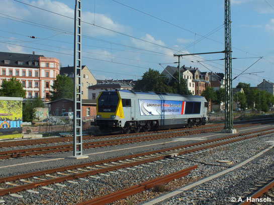 Als Lz rollt 264 002-7 der NBE rail GmbH am 8. August 2014 durch Chemnitz Hbf.