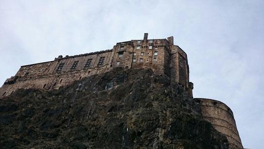 Blick von der Parkgarage auf Edinburgh Castle