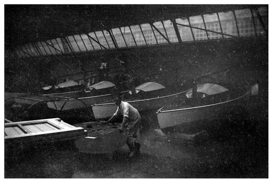 Kajuitvalken in afbouwfase, Bruynzeel Fabrieken, begin 1941