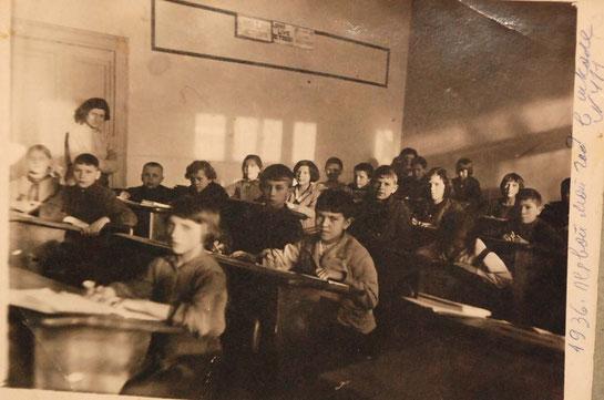 """МЛ-4. Надпись сбоку: """"1936. Первый мой год  в школе № 411"""""""