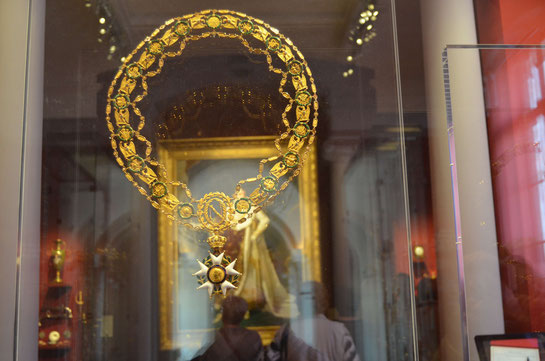 Le grand collier porté par ? c'est la question du jour ... On attend les réponses SVP