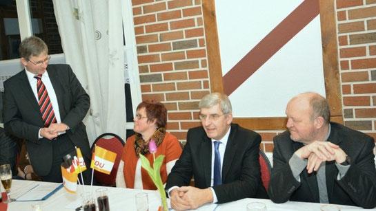 Ernst Schmitz, Anette von Zoest, Bernd-Carsten Hiebing und Karl-Heinz Knoll (v. l.) appellierten an die Bürger, am 25. Mai zur Europawahl zu gehen. Foto: Georg Hiemann - Meppener Tagespost