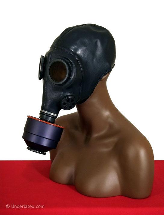 Schweizer Gasmaske Bata schwarz aus Gummi mit originalem Filter von rechts