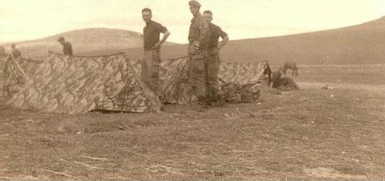 Tentes modèle 1956 camouflées en Algérie (source campidron.fr)