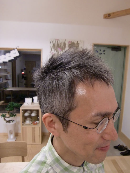 髪を切ると若々しくなる♪
