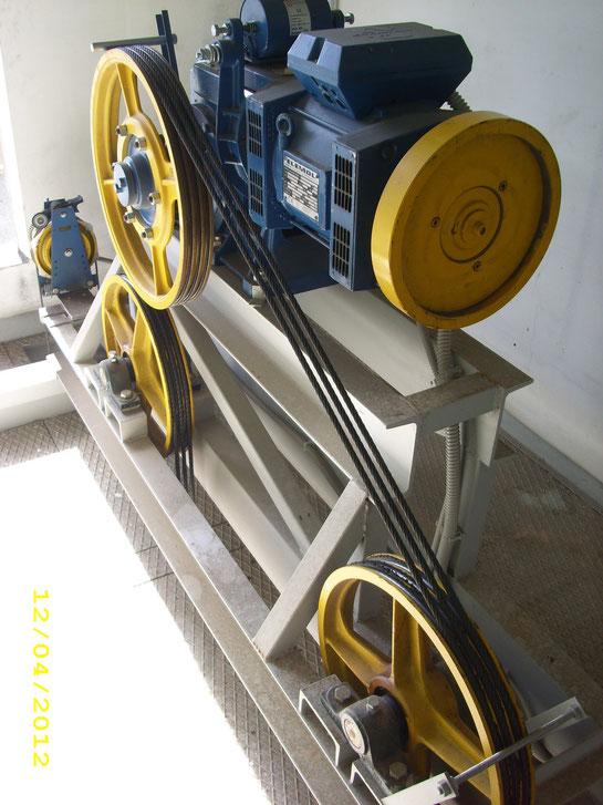 esempio di installazione su cavaletto in putrelle contenente tutti i rinvii ed il limitatore di velocità