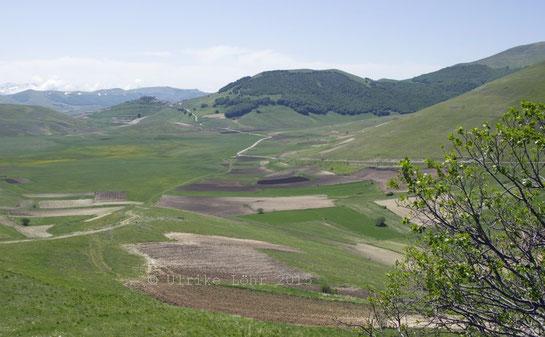 Castelluccio di Norcia inmitten der Hochebenen