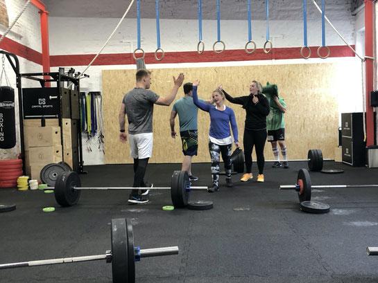 High 5 nach dem Workout. Gemeinsam mehr erreichen.