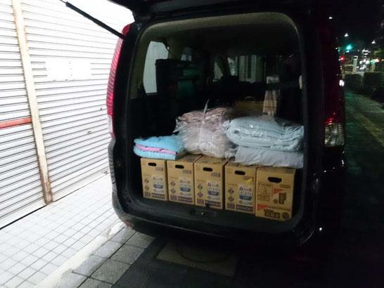 熊本への援助物資を積込中 / スリープキューブ和多屋