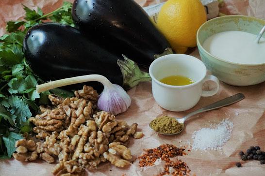 Auberginen-Walnuss-Creme mit geröstetem Gemüse. Mezze für Gäste - so gut!!