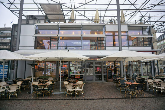 Was geht in Bremen? Kaffee trinken mit Blick über den historischen Domshof.