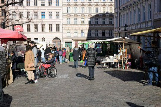 Ökomarkt auf dem schönen Chamissoplatz in Berlin/ Kreuzberg