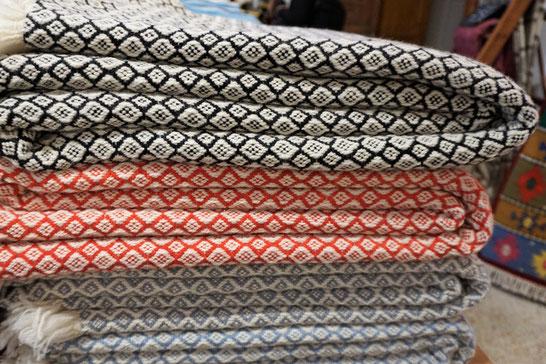 Perelic - Decken und Teppiche - designt in Berlin . gewebt in Bulgarien