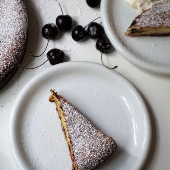 Ricotta kuchen mit Kirschen und dunkler Schokolade