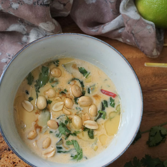 Thai-Suppe mit Pak Choi . Schön scharf, leicht und köstlich