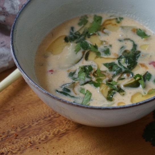 Thai-Suppe mit Pak Choi . Schön scharf, leicht und köstlich...