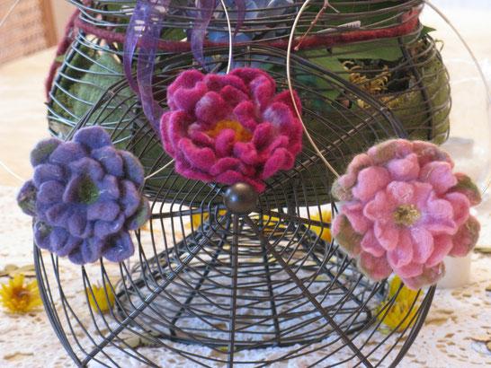 li.: Blumenwiese,mitte Purple Rose, re.: Rosengarten