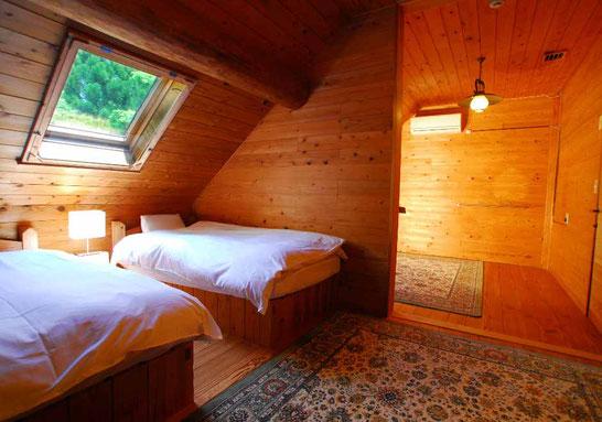 疲れを癒やしてくれるゆったりとした寝室