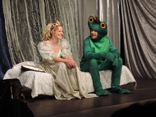 Der Froschkönig, Ensemble, Theater München 2015