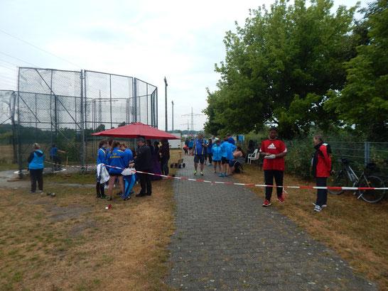 Wir hatten lediglich vier Schirme, die wir auf die verschiedenen Wettkampfstätten verteilt hatten.