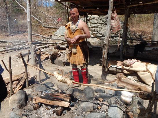 Nach einer kleinen Mahlzeit schloss sich sofort dieser Indianer unserer Wandergruppe an.