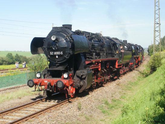 Später zur Lokparade: Mit 50 3610-8 und 65 1049-9 am Haken setzt 52 8080-5 auf dem Anschlussgleis nach Niederwiesa zurück. Die Loks fahren dann einzeln wieder ins Gelände des SEM