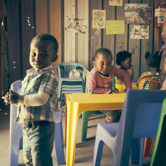 Natürlich gibt es auch Kindergärten im Township, wenn die Eltern einen Job haben und sich die zusätzliche Ausgabe leisten können - Township Langa Cape Town South Africa