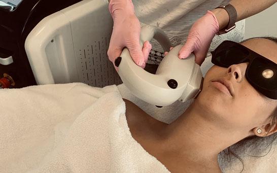 Bij het behandelen van acné is het belangrijk dat de acné-bacterie ook aangepakt wordt. Dit wordt bij Instituut ZenZa gedaan in combinatie met een zuiverende gelaatsverzorging