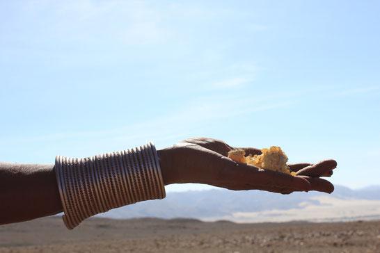 Quelle: mbiri.de - Namibisches Myrrhe-Harz