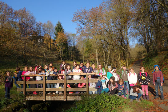 Die Happy Voices im Brunnental - bei strahlendem Sonnenschein