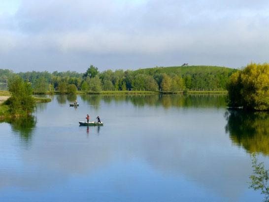 Pêcheurs en bateaux pour la pêche à la mouche.