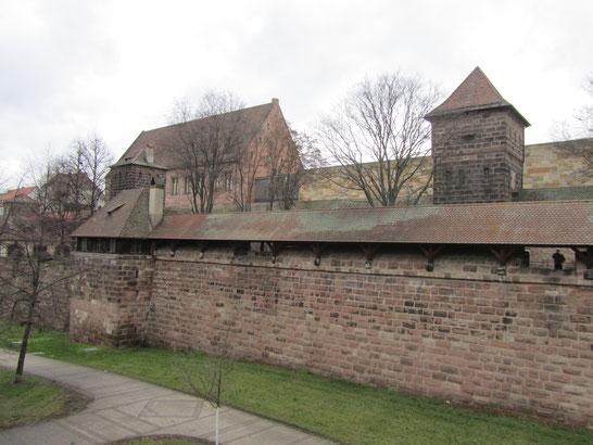 Stadtmauer mit GNM © Simon Ernst