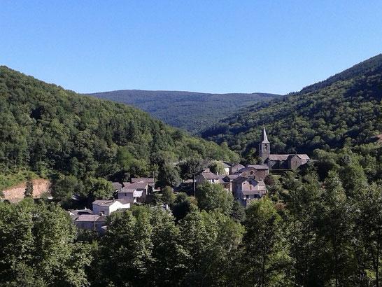 Village de Gijounet niché au coeur des Monts de Lacaune