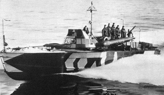 """""""MAS 500"""" im Mittelmeer 1938 (Torpedoköpfe zeigen nach unten) - Foto: Regia Marina"""